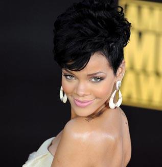 Aparecen en Internet fotos de Rihanna desnuda